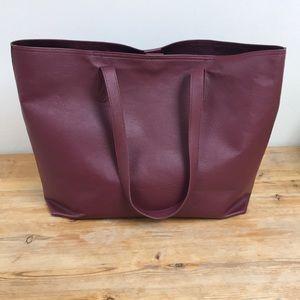 💃🏻HOST PICK💃🏻 Spacious burgundy tote purse